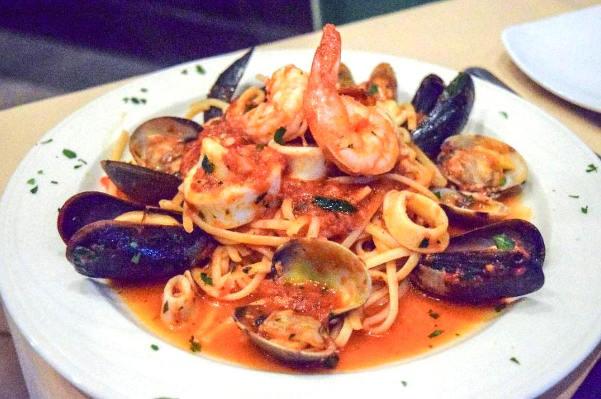shrimp, vongole, squid, cozze & broccoli over linguini