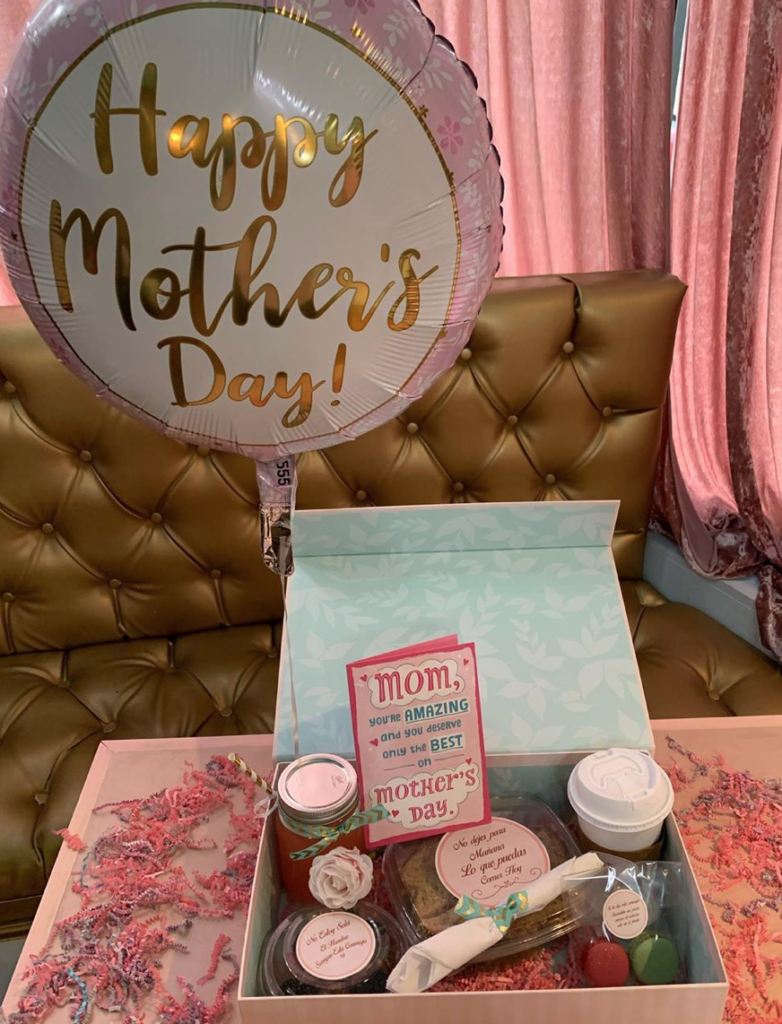 Crepes, mother's day, macarons, lemonade, pink box, pink gift box